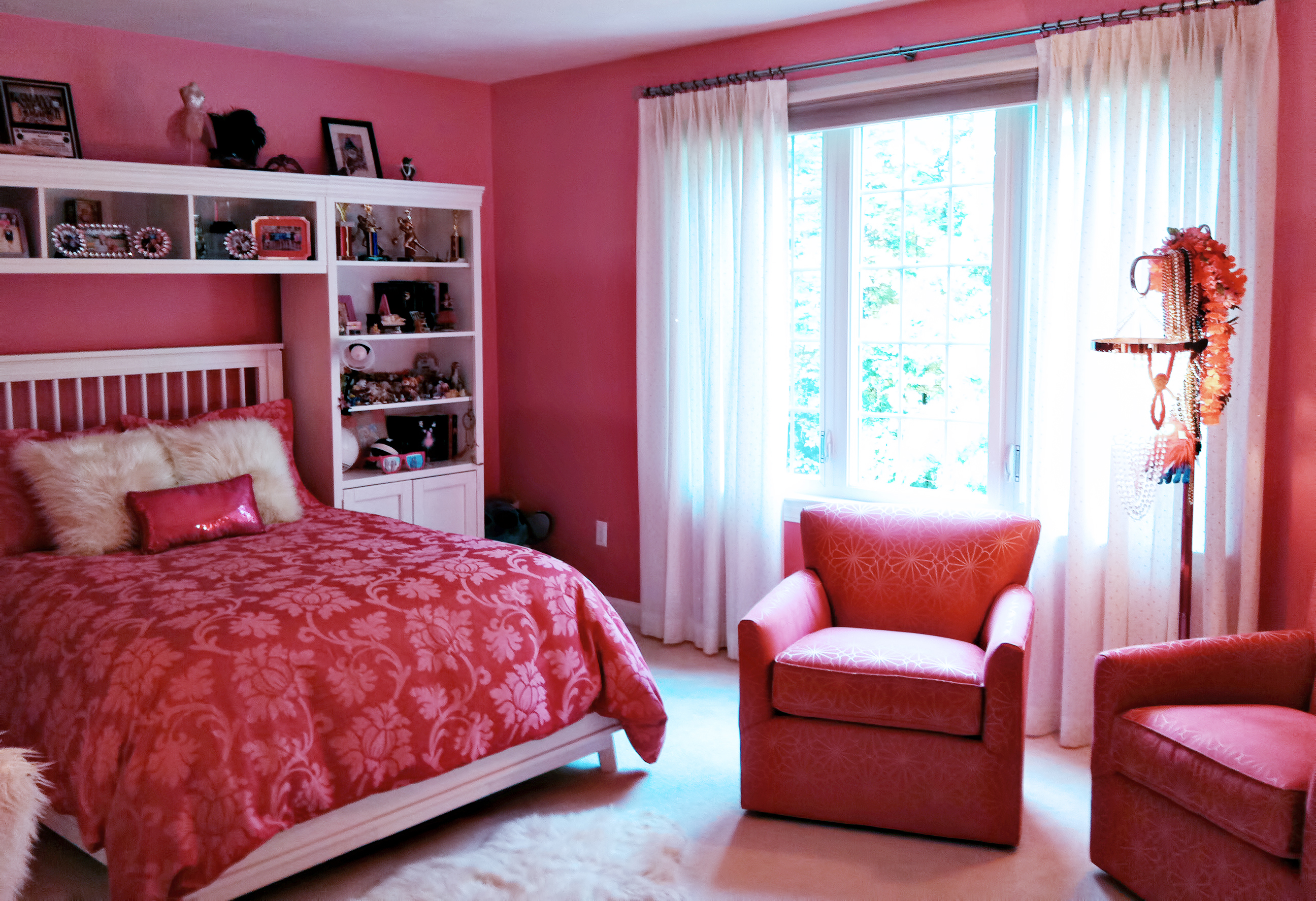 Pink teen bedroom seating detail