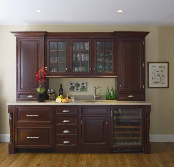 Traditional kitchen wet bar