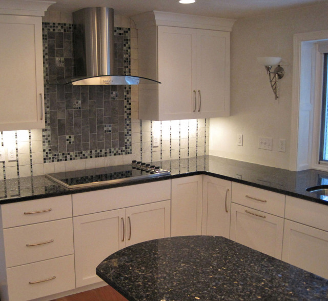 youre-home-custom-interiors_white-gray-kitchen_01
